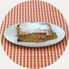 Polnovredna kamutova moka/bela pšenična moka, slovenska jabolka, rozine, limonina lupina, cimet, jabolčni koncentrat, rastlinskomaslo alsan, sol